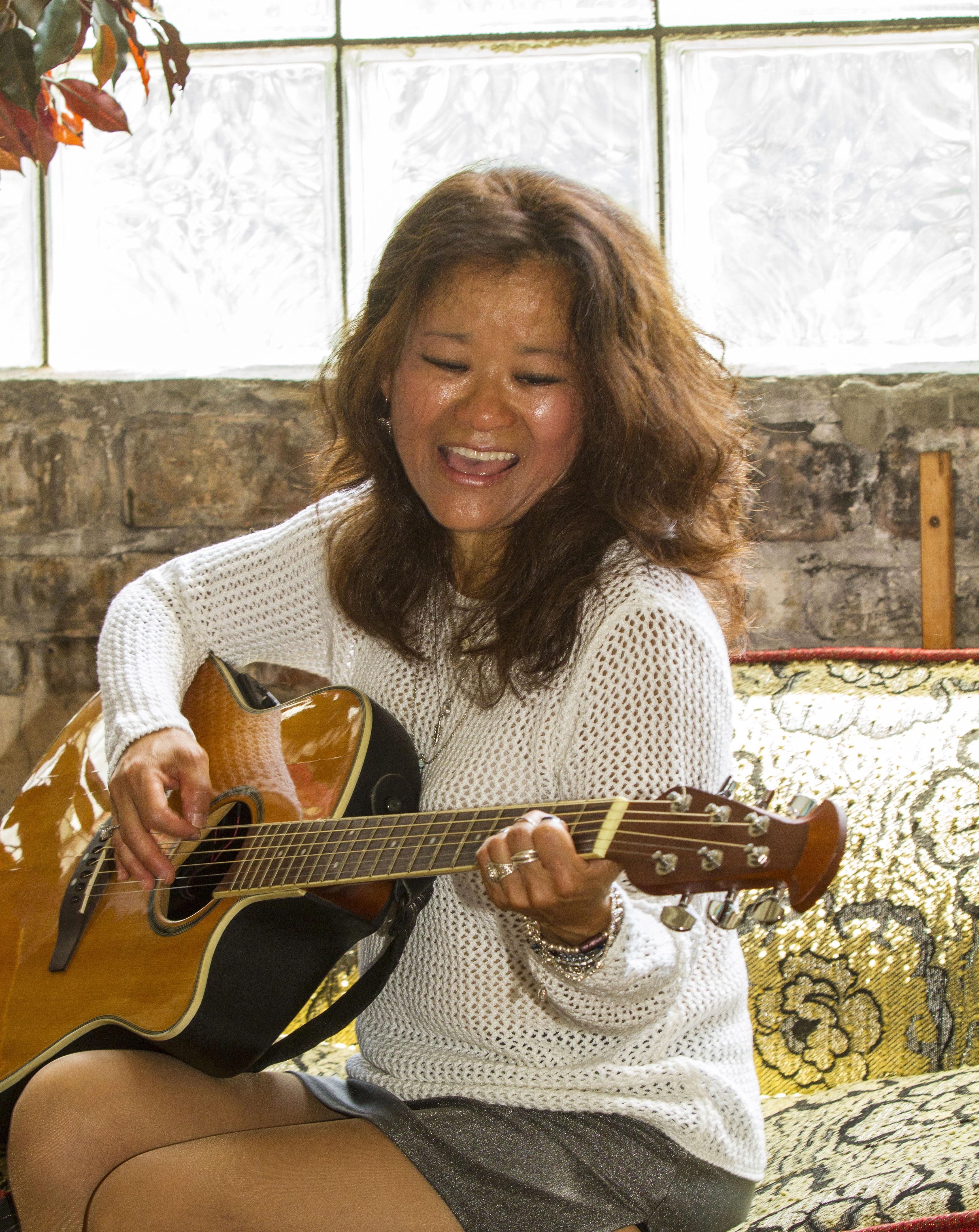 Kimberly_MG__Acoustic-Solo_Gig_0125
