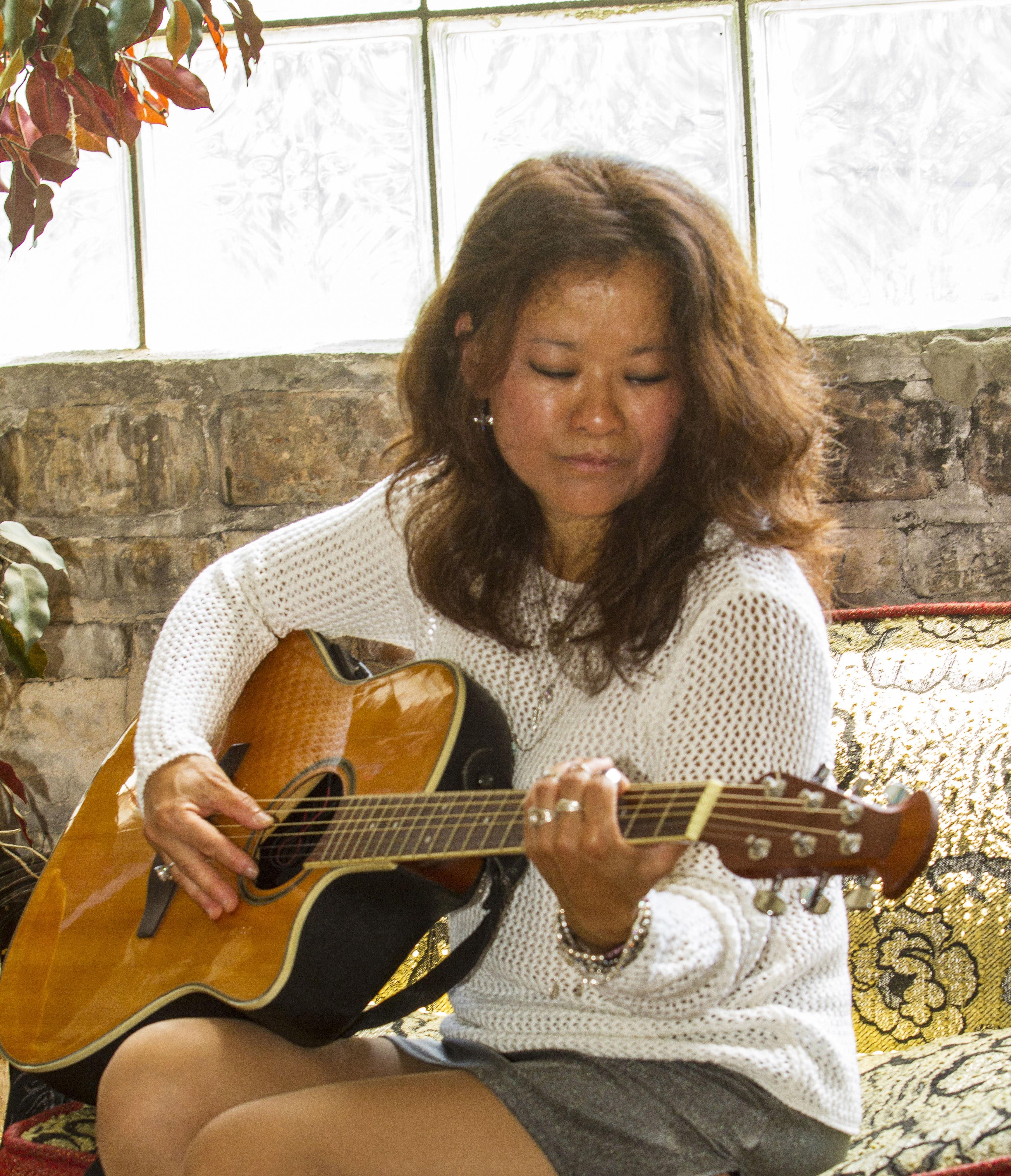 Kimberly__Acoustic-Solo_Gig_MG_0141-1